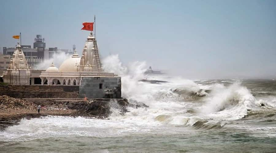 Roaring waves at Porbandar Beach